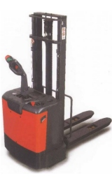 Offerte pazze Comparatore prezzi  Sollevatore Semovente Elettrico 24v Kg1200 H2820mm N1229f  il miglior prezzo